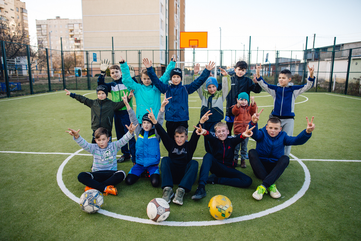Pivdenny Bank and Mastercard updated the football field in Chernivtsi-Банк Пивденный